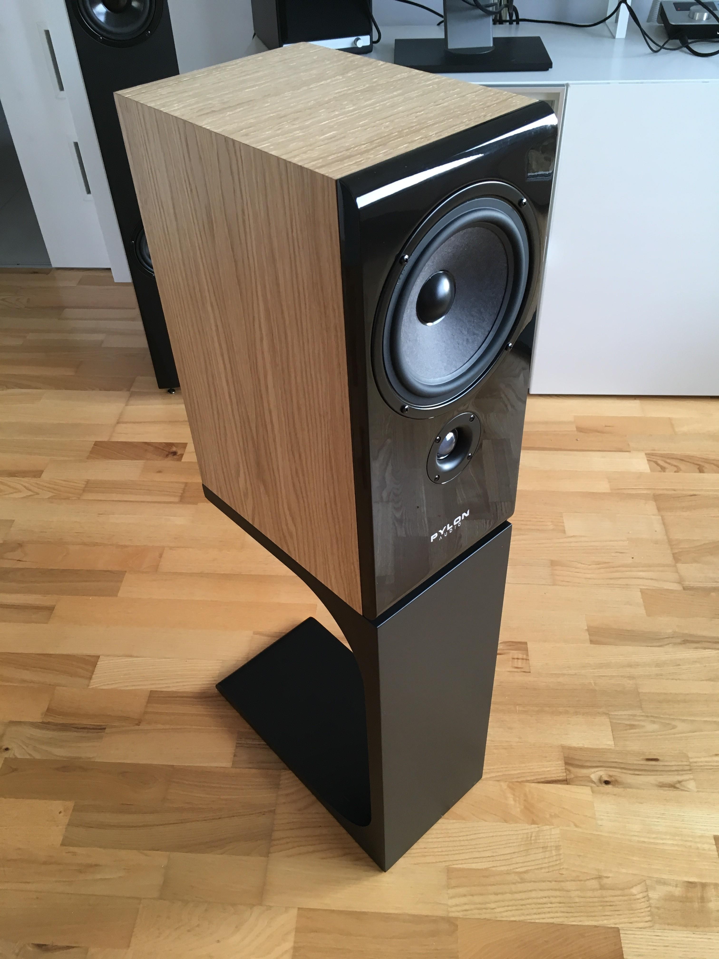 Loa Pylon Audio Opal Monitor hay