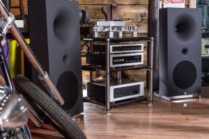 Một số mẫu kệ Hi-end với nhiều tiện ích đang được người chơi audio yêu thích